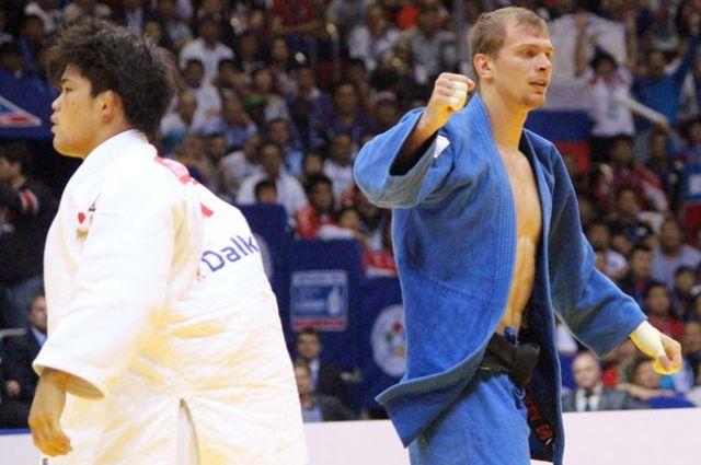 Денис Ярцев радуется разгрому японца.