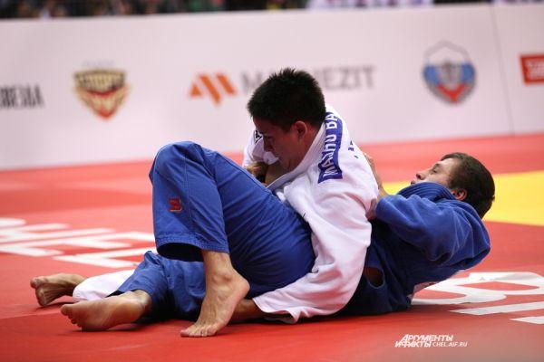 Магомед Магомедов и спортсмен из Японии