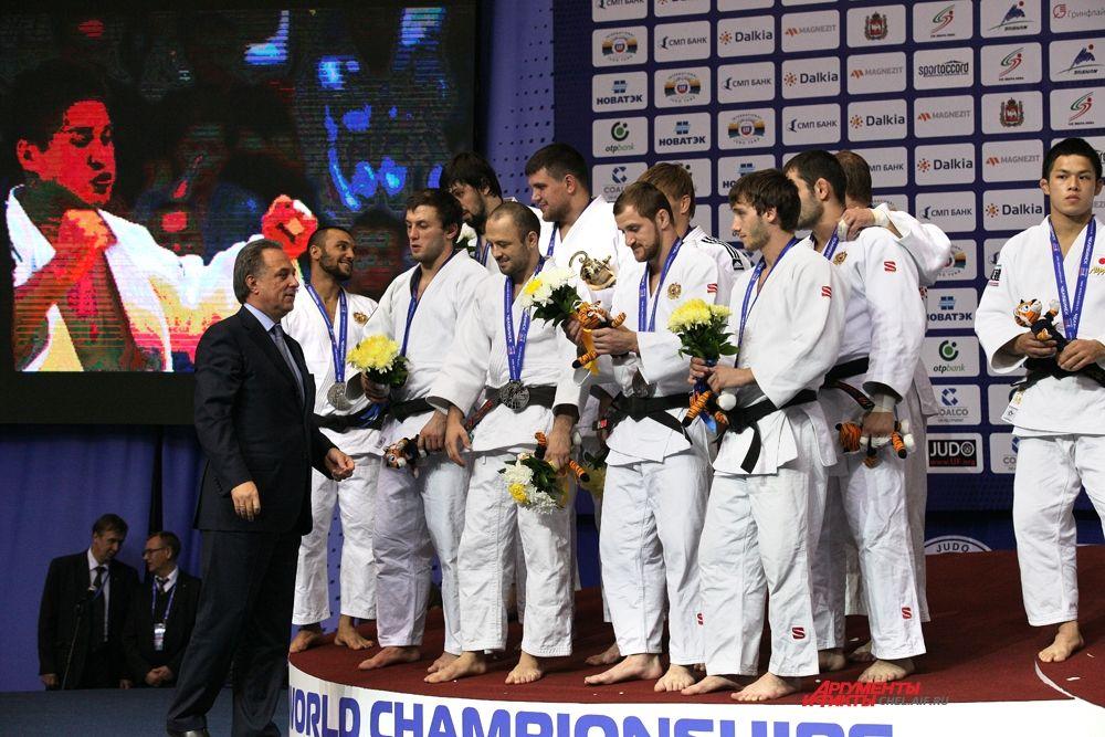 Министр спорта Мутко поздравляет российских дзюдоистов