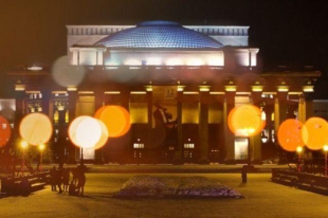 В Новосибирске поставили памятник кинематографу