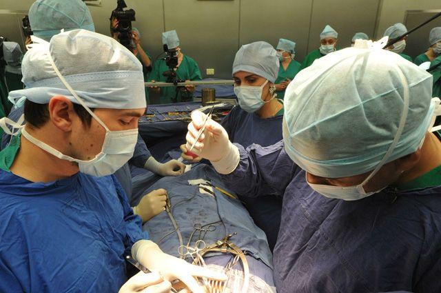 Омские хирурги провели уникальную операцию.