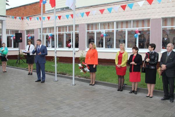 Сити-менеджер Тулы Евгений Авилов поздравил с Днём знаний учащихся школы № 25.