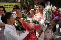 1 сентября в Ростове-на-Дону, цветы - первой учительнице.