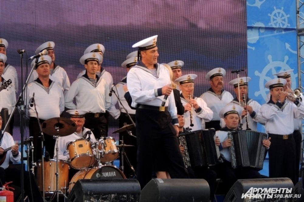 На сцене выступил ансамбль Черноморского флота России.