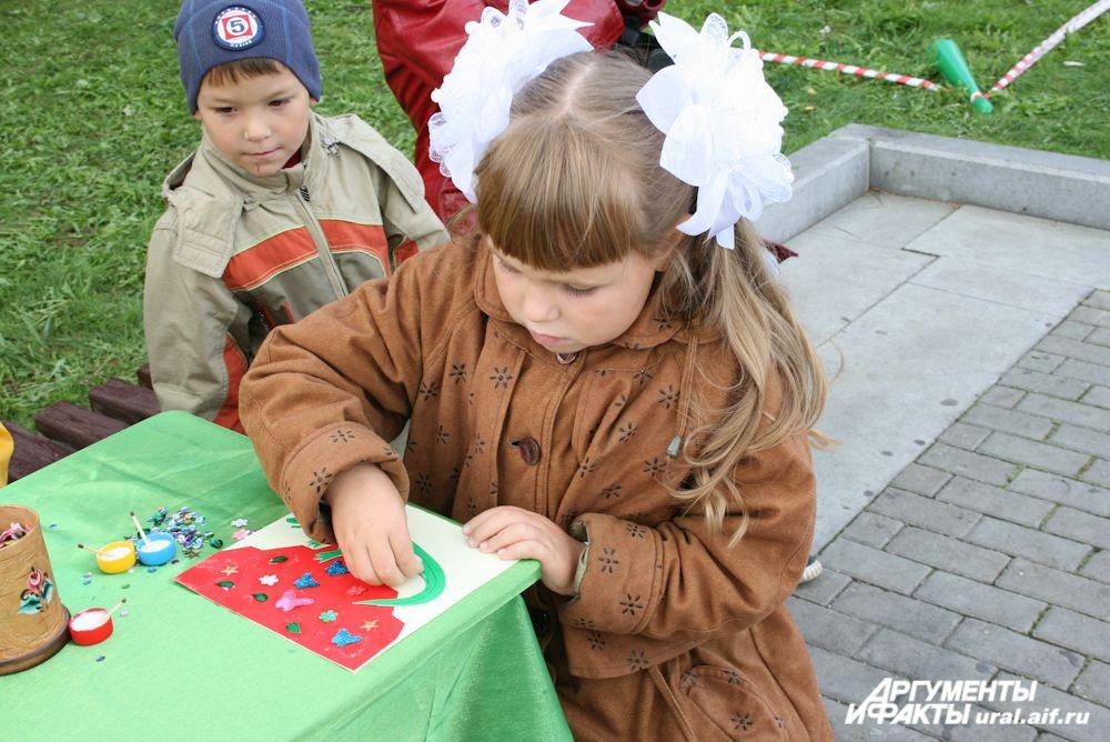 На празднике ребята с удовольствием участвуют во всевозможных мастер-классах.