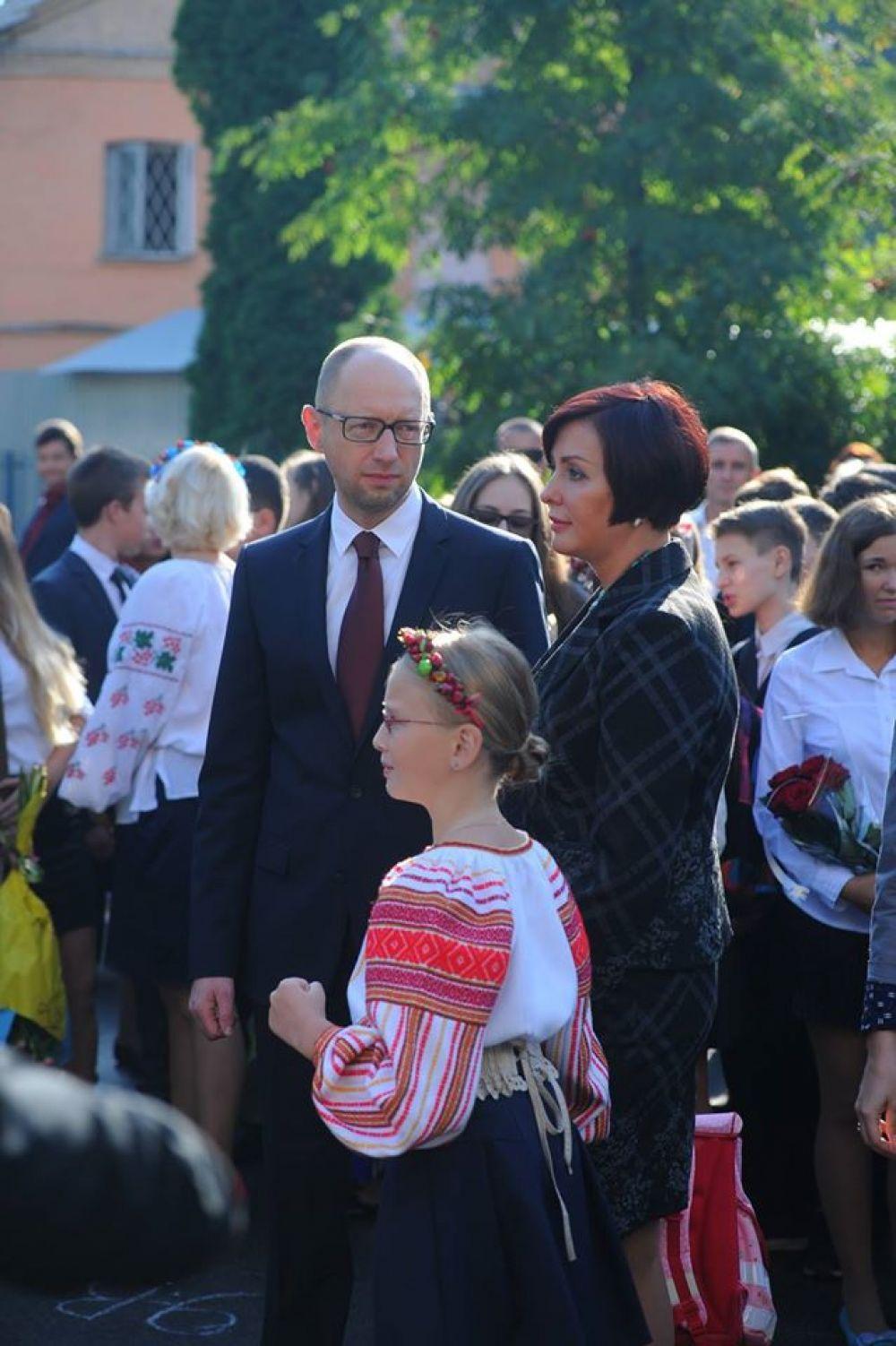 Арсений Яценюк с женой и дочкой 1-го сентября