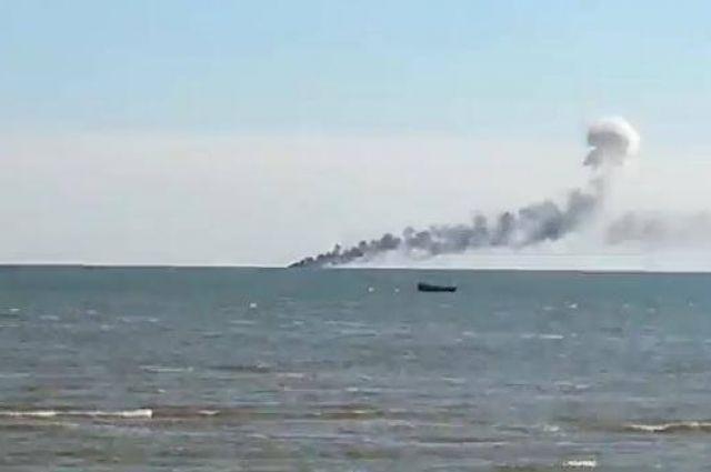 Катер горит возле Мариуполя