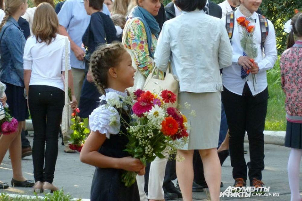 Традиционный подарок учителям – букет цветов