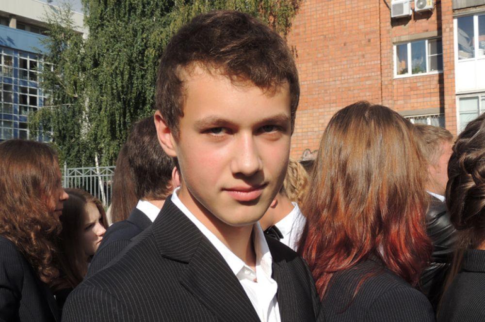 Девятиклассник Максим Степанцев уверен, что  инженер сейчас - профессия востребованная. Поэтому собирается упорно учиться.