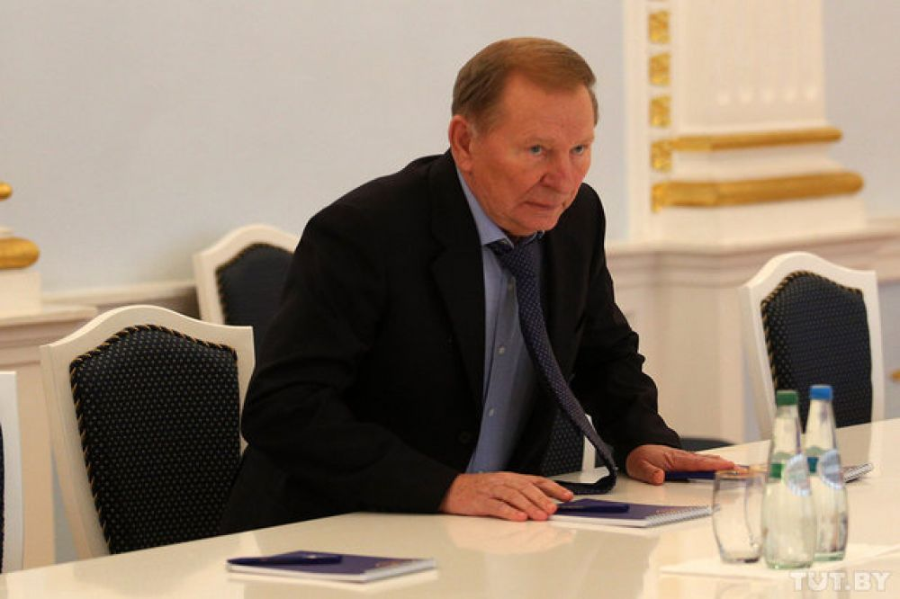 На трехсторонних переговорах Украину представляет экс-президент Леонид Кучма