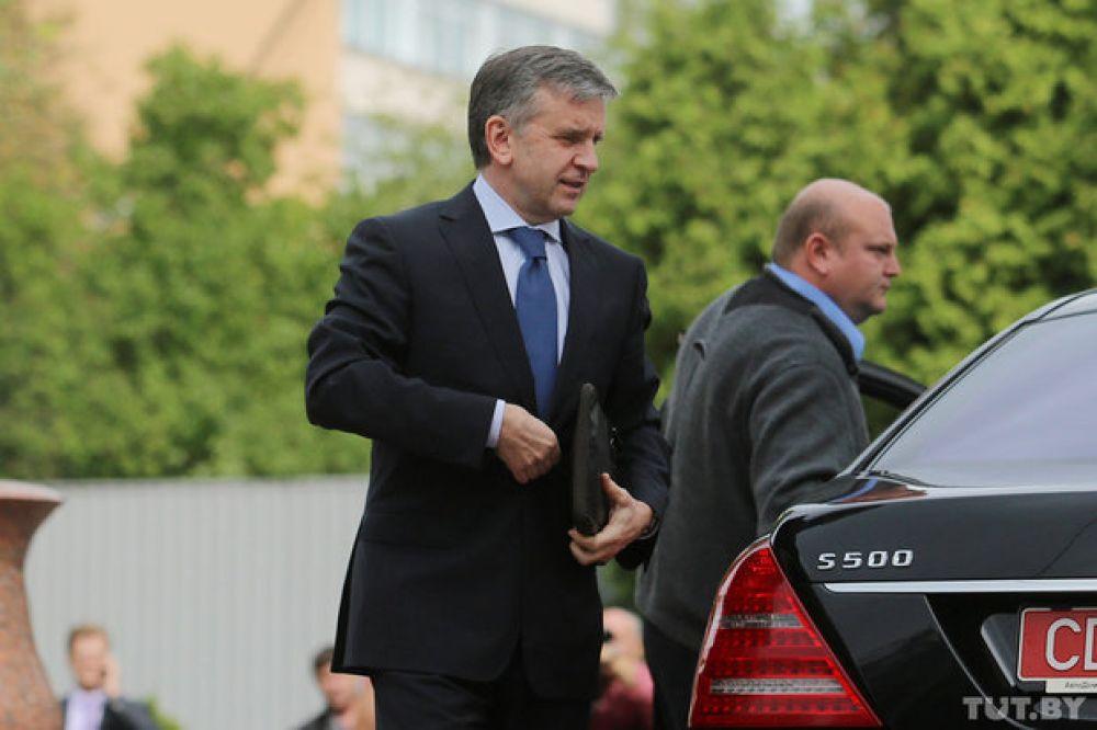 Посол РФ в Украине Михаил Зурабов у Дома приемов в Минске