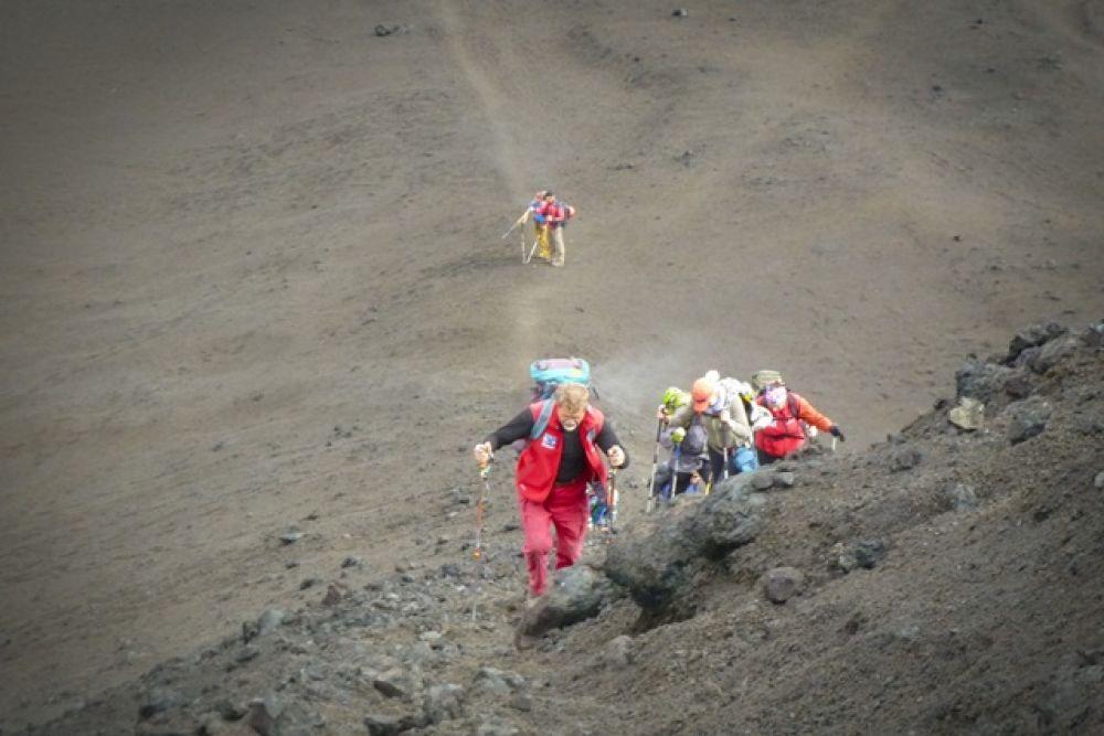 В оставшееся время спасатели совершили восхождение на вулкан Толбачик.