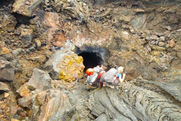 С 28 по 31 августа камчатские спасатели обследовали лавовый поток района нового конуса и конуса Клешня вулкана Толбачик.