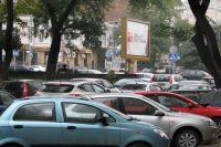 Проехать по освободившемуся от парковочных карманов Красному проспекту станет проще.