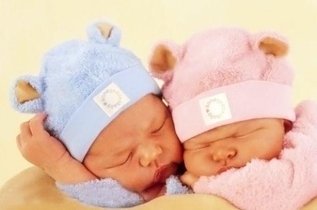 Челябинские врачи спасли двойняшек весом менее килограмма