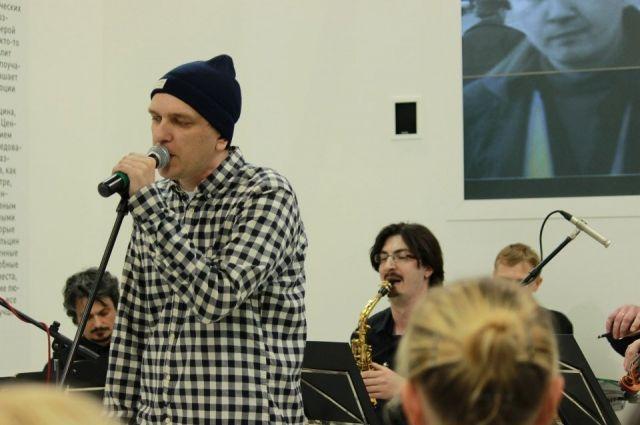Уральского поэта и музыкантов не пустили в Бухарест из-за джаза