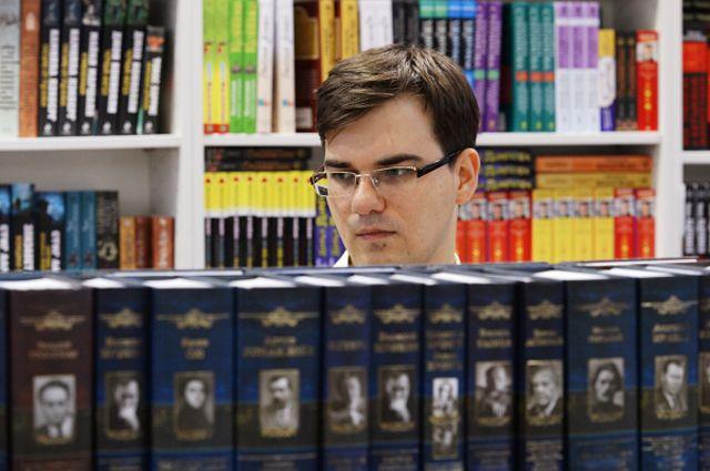 Посетитель во время работы XXVI Московской международной книжной выставки-ярмарки на Всеросийском выставочном центре.