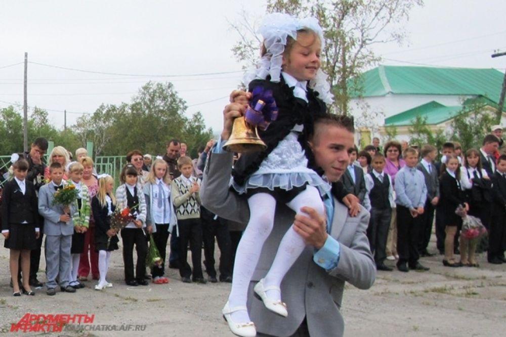 Весёлый звон оповестил посёлок о начале нового учебного года.