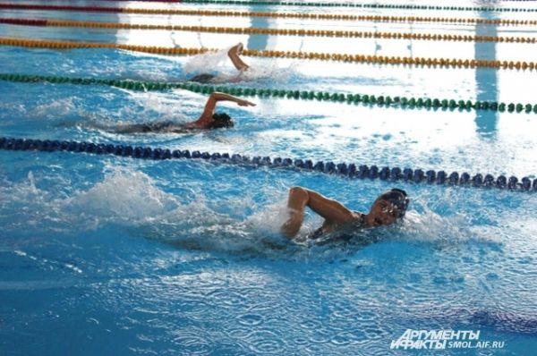Плавание на дистанцию 50 метров: время и у мужчин, и у женщин учитывается только для претендентов на золотой знак ГТО.