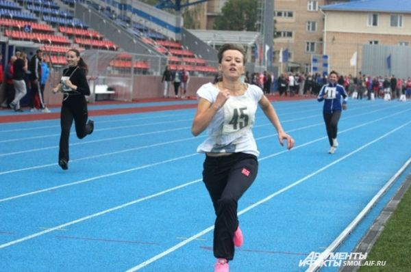 Один из нормативов, который большинство студентов успешно сдало 1 сентября, бег на дистанцию 60 метров. Юношам нужно было преодолеть это расстояние как минимум за 15,1 секунды, девушкам - за 16,5 секунды (результаты для получения бронзового значка).