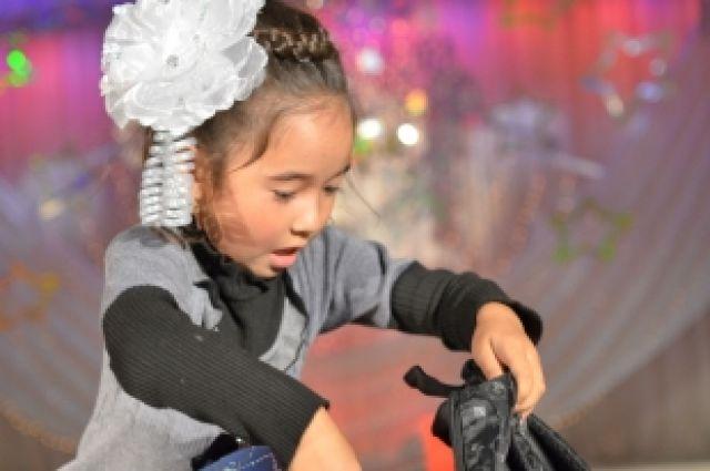 Детей украинских беженцев работники ЧТЗ пригласили на День первоклассников