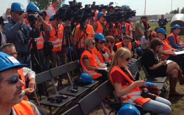 Яценюк открыл газопровод, обеспечивающий реверсные поставки газа в Украину