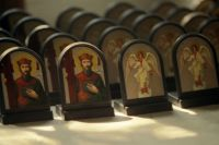 Также на выставке организована работа ярмарки, на которой представлены книги, иконы, фильмы духовного содержания, предметы православного быта.
