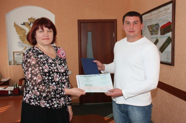 Павлу Обухову вручили диплом о высшем образовании.