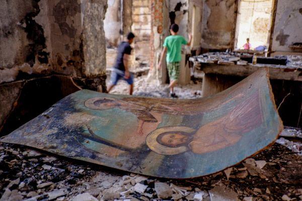 В одной из сожженных и разрушенных коптских церквей в провинции Минья. Десятки храмов были сожжены и разрушены во время беспорядков в Египте.