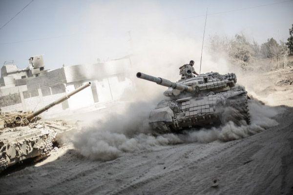 Военнослужащие сирийской армии в пригороде Дамаска Джоббар.