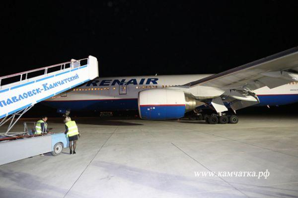 Самолет «Оренбургских авиалиний» по маршруту Симферополь – Чита – Петропавловск-Камчатский прибыл на территорию края поздно вечером, 2 сентября.