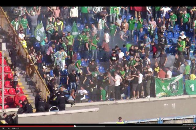 За фанатские беспорядки на новосибирском стадионе оштрафовали футболистов