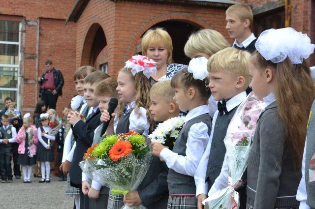 С 1 сентября поздравил школьников «Ростелеком».