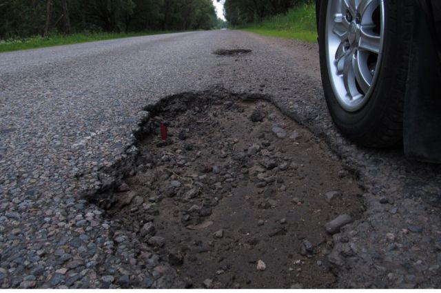 В Екатеринбурге автомобилист отсудил 74 тысячи рублей за яму на дороге