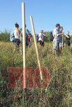 Под Бердянском местные жители строят укрепления