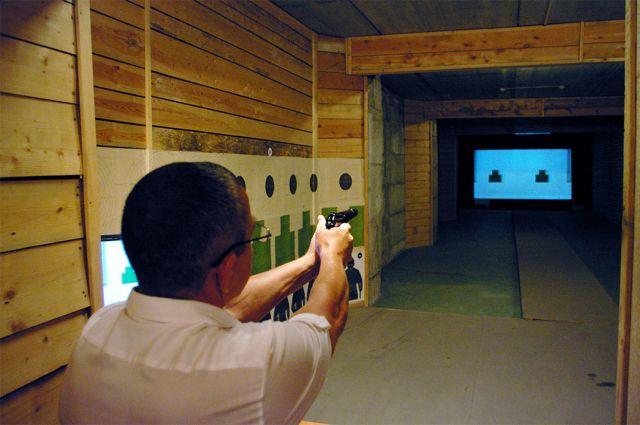В соревнованиях по стрельбе приняли участие инкассаторы.