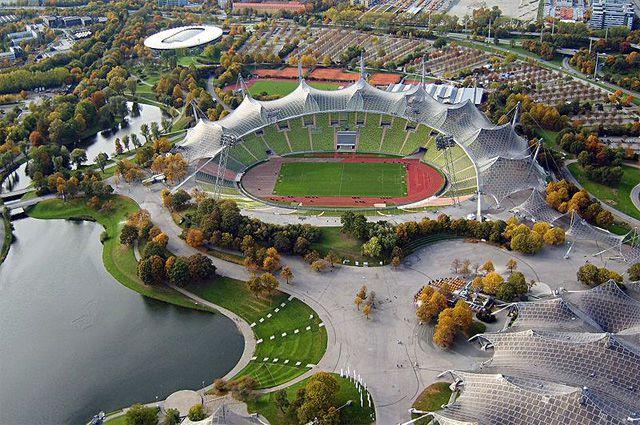 Стадион Olympiastadion в Мюнхене.