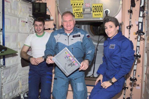 Первой француженкой и единственной на сегодняшний момент женщиной-космонавтом Франции, совершившей полет в космос, стала Клоди Эньере. В 1996 году на корабле «Союз ТМ-24» она прилетела на станцию «Мир». В 2001 году на корабле «Союз ТМ-33» была доставлена на МКС.
