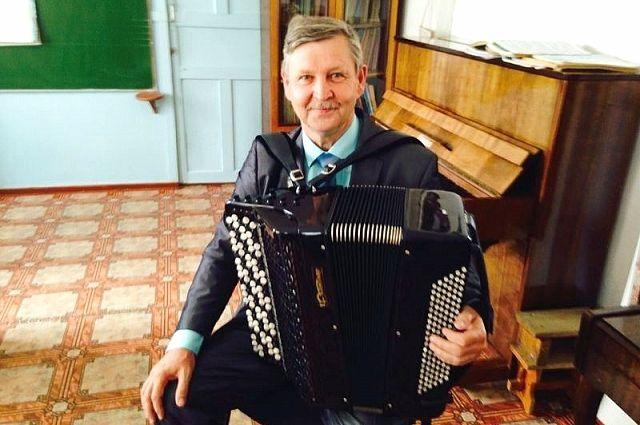Александр Луновский с новым баяном.