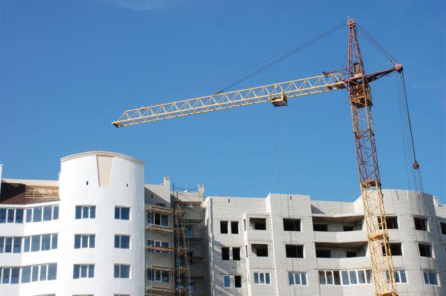 В новом микрорайоне скоро достроят жилые дома.