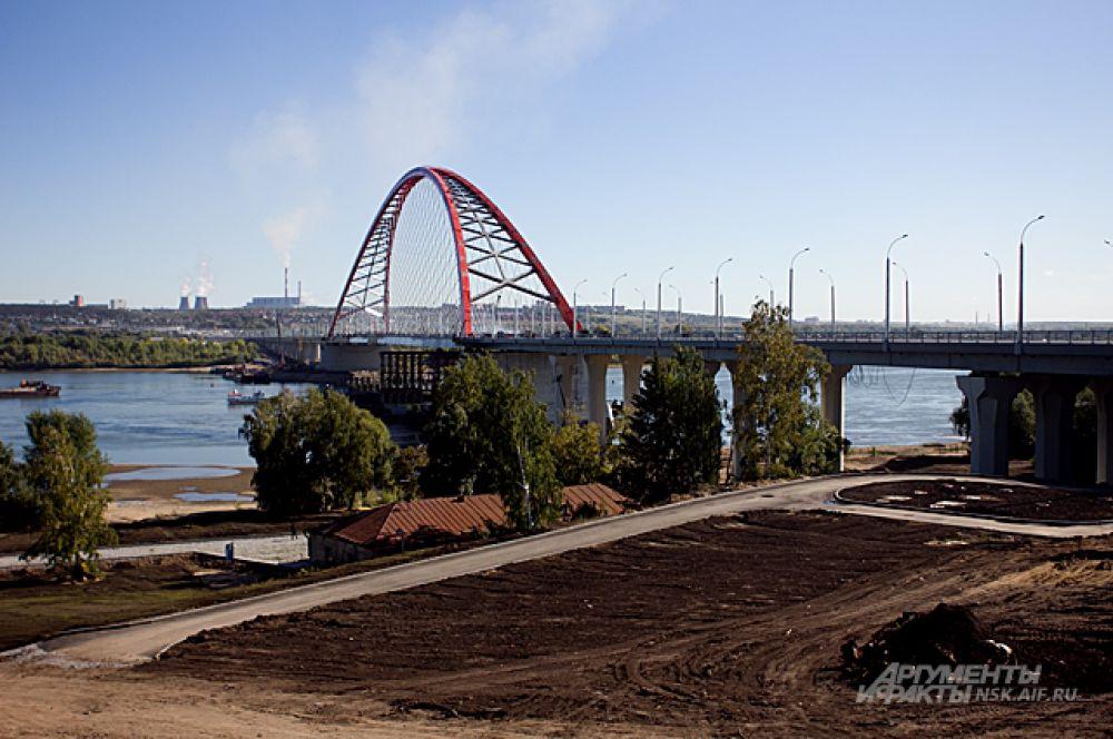 Очень скоро прилегающие к мосту территории благоустроят, здесь появятся набережные и второй аквапарк с рекреационным центром.