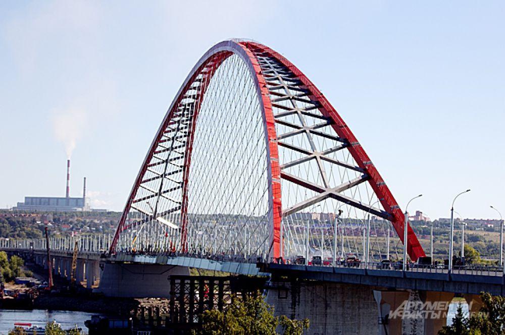 На строительство Бугринского моста ушло чуть менее 4 лет и чуть более 14 млрд. рублей.