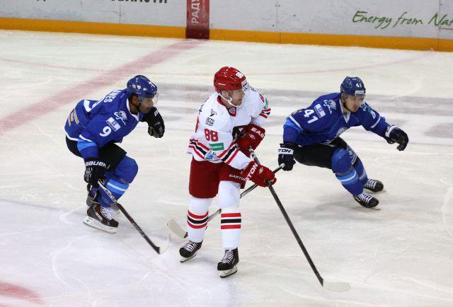 Хоккеисты «Автомобилиста» начали сезон с поражения в Казани