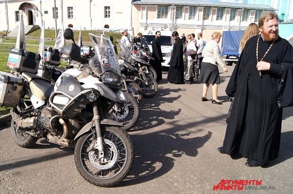 Батюшкам нравятся мотоциклы