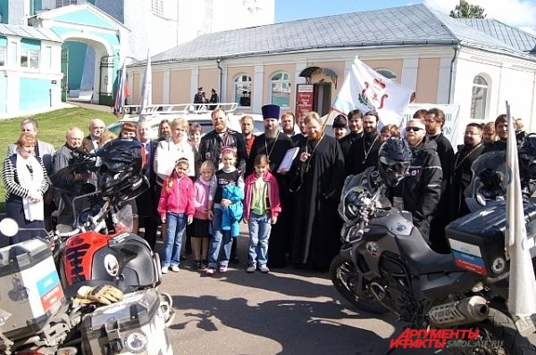 Байкеры, священники и гости встречи