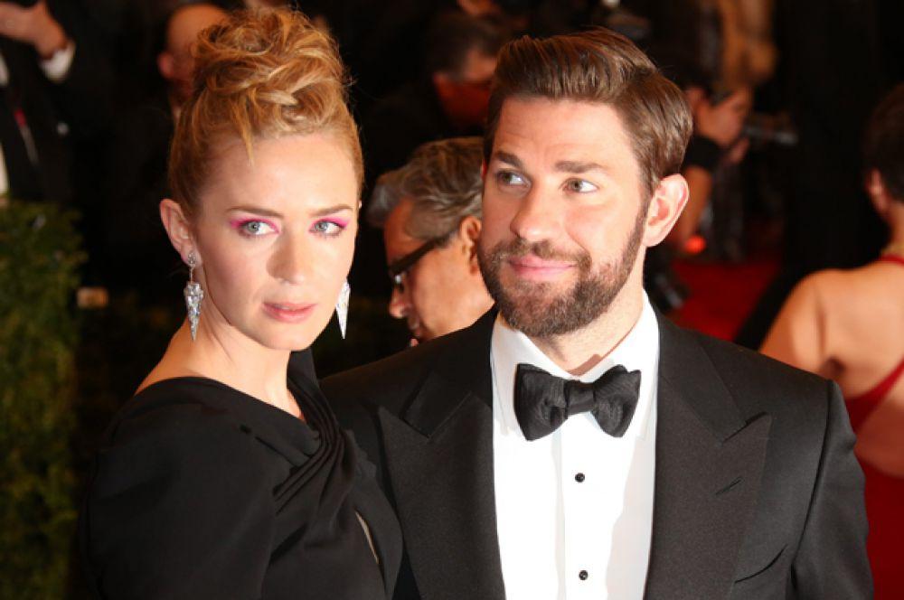 В феврале этого года впервые стала мамой 30-летняя Эмили Блант. Актриса подарила супругу, комику Джону Красински, девочку. Пара выбрала малышке красивое имя Хэйзед.