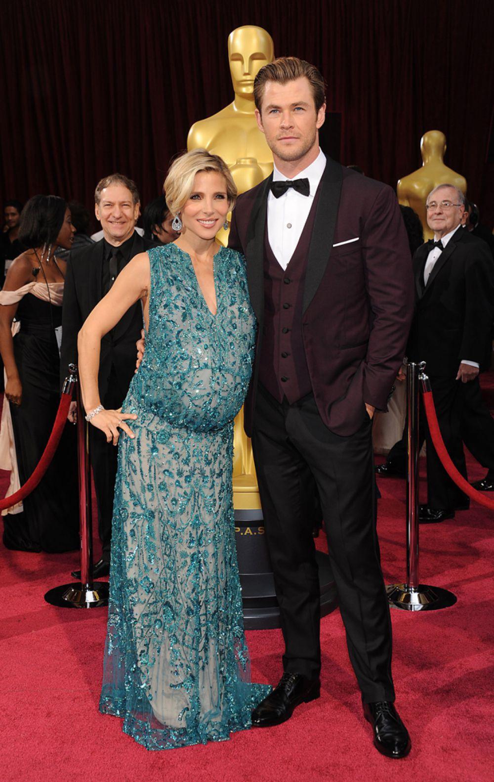 Звезда «Тора» Крис Хемсворт и его жена-актриса Эльза Патаки были в шоке, впервые побывав на узи: близнецы! В марте у пары родились сыновья Тристан и Саша. У Криса и Эльзы есть еще и дочь Индия Роуз Хемсворт, которая родилась 11 мая 2012 года.