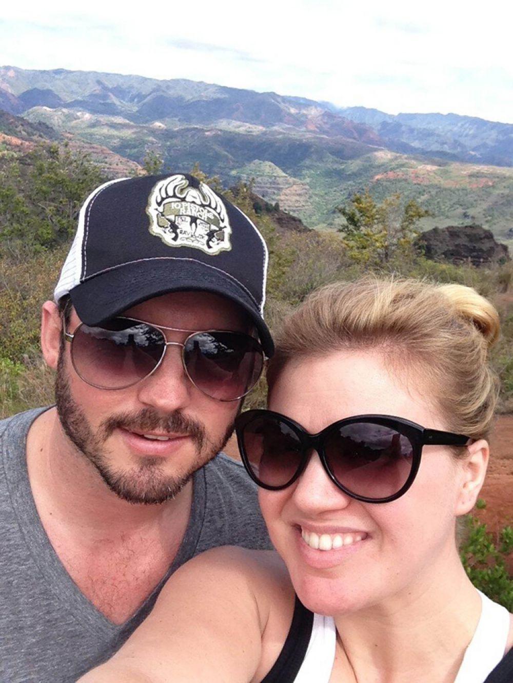 Известная американская исполнительница Келли Кларксон и ее муж Брэндон Блэксток 12 июня стали родителями девочки. Малышке уже дали имя Ривер Роуз.