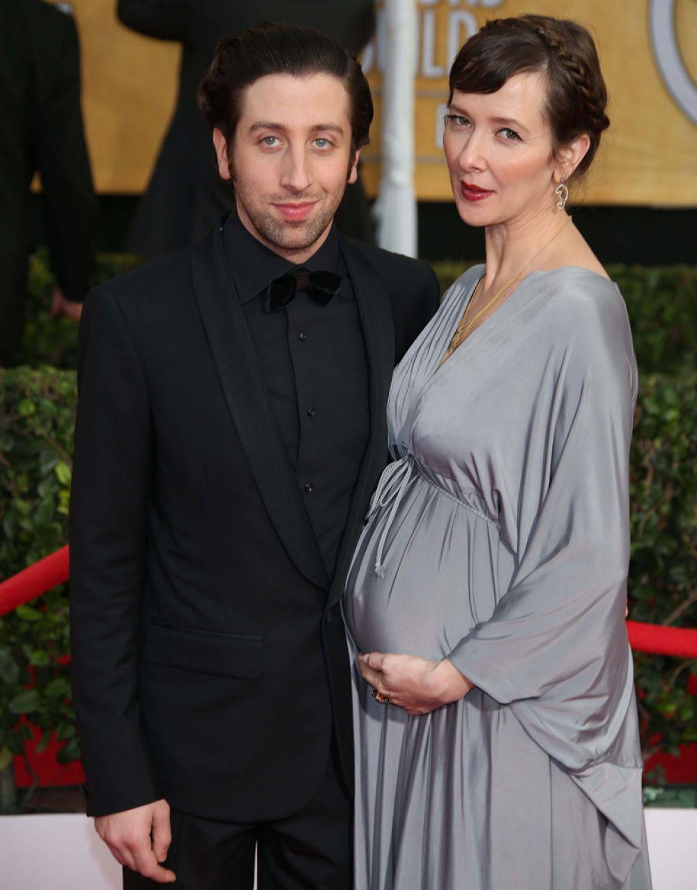 Актер из популярнейшего ситкома «Теория Большого Взрыва» Саймон Хелберг в апреле стал отцом во второй раз. Его жена Джоселин родила сына. Малыша назвали Уайлдер.