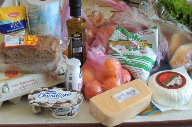 В Омской области стараются сдержать цены на продукты.